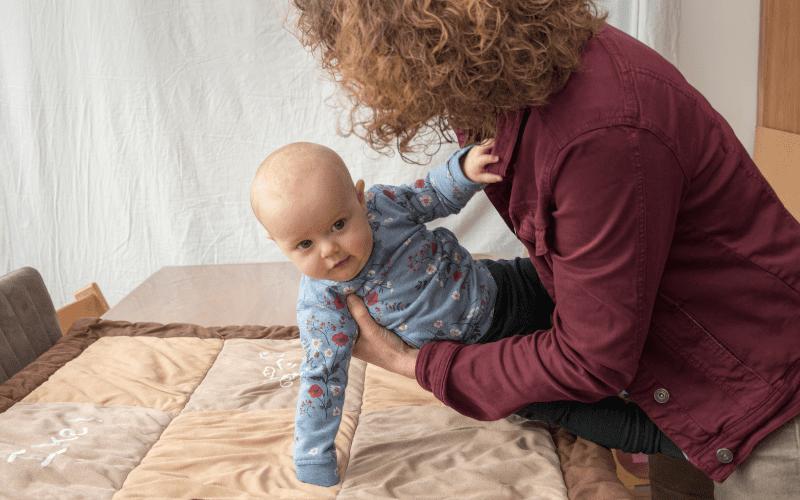 Postnatale haptonomie in het vierde trimester – Basisbevestigend dragen